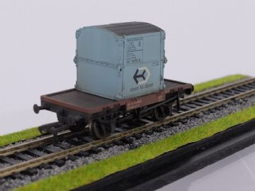 37-977 Conflat with AF Container BR Light blue Weathered